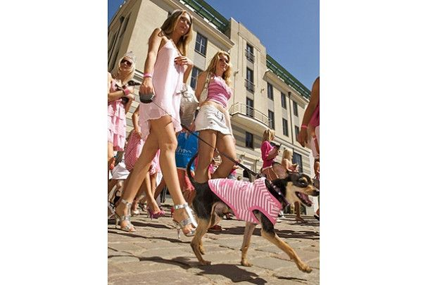 Антикризовий парад білявок у Латвії