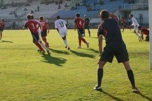 На матчах футбольної Ліги Європи працюватимуть 5 арбітрів