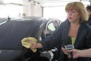 Запорізькі жінки-депутати пішли працювати на автомийку