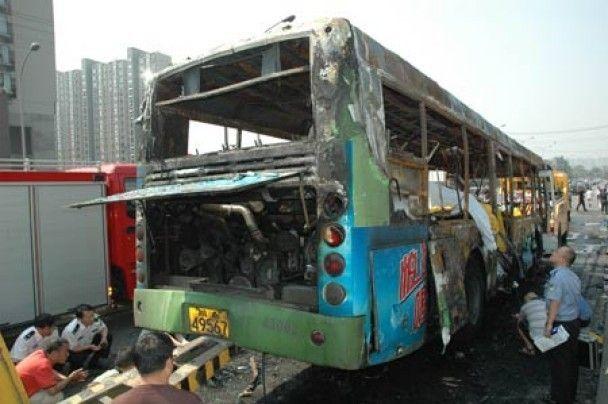 В Китаї 25 людей згоріли живцем в рейсовому автобусі
