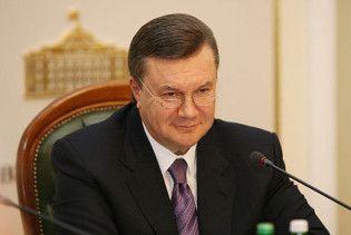 Янукович допоможе російській мові в Україні кульковою ручкою