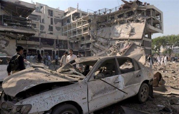 Смертник підірвав п'ятизірковий готель в Пакистані: десятки жертв