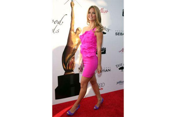 """На премію """"Молодий Голлівуд"""" Бар Рафаелі прийшла в рожевій сукні"""
