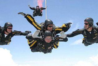 Буш-старший відзначив 85-річний ювілей стрибком з парашутом