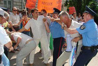 Моряки ЧФ знову побилися з кримчанами через квартири