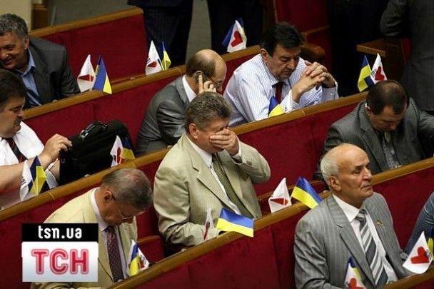 Депутатські розваги в сесійній залі