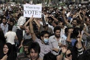 В Тегерані зібралася 100-тисячна акція протесту. В опозиціонерів стріляли