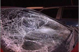 Автомобіль врізався в автобусну зупинку в Греції: постраждали 10 дітей
