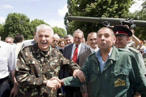 Володимир Литвин пересів на танк