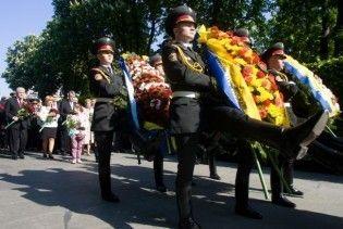 В Україні День скорботи. Ющенко поклав квіти Невідомому солдату
