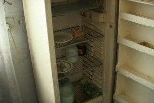 Протягом року жінка ховала труп свого немовляти у морозильці на роботі