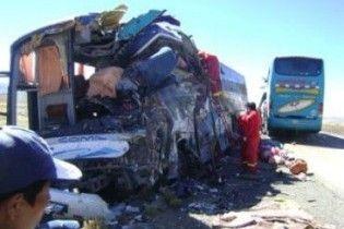 Лобове зіткнення автобусів у Перу: 27 людей загинули