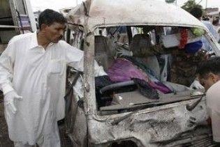 У Пакистані замінований мотоцикл врізався в автобус