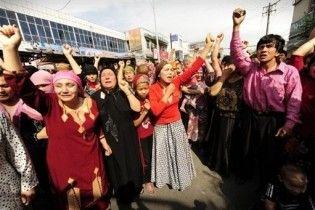 Влада Китаю дозволила уйгурам надсилати SMS і користуватися Інтернетом
