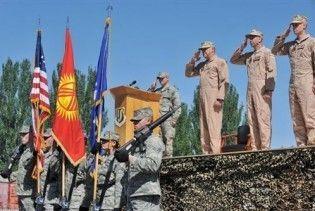 """Держдеп США: договір оренди військової бази """"Манас"""" продовжений ще на рік"""