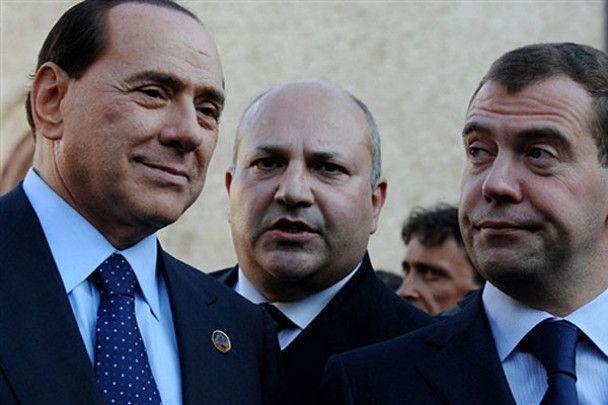 G8: Берлусконі залицявся до Меркель