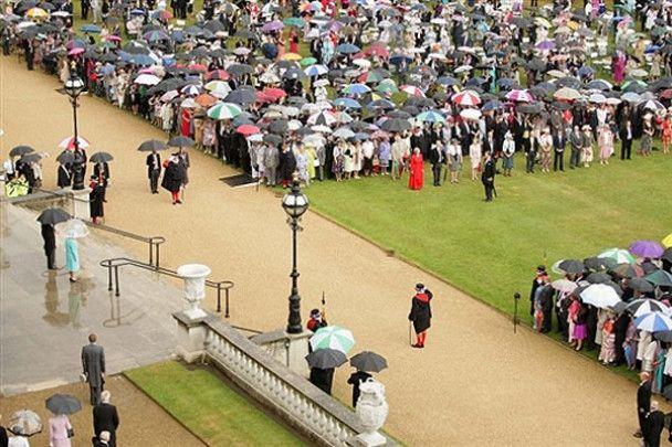 Гості Британської королеви обікрали її палац