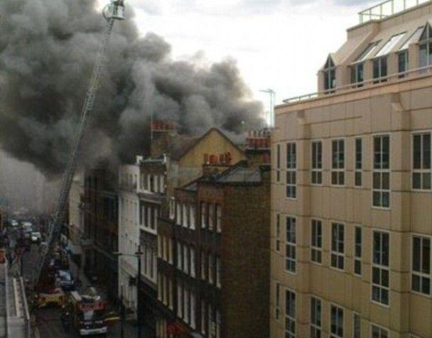 Центр Лондона потонув у димі через велику пожежу