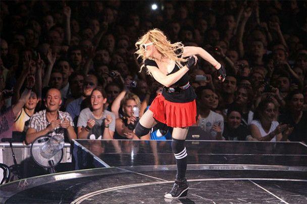Сусідка Мадонни подала до суду на галасливу співачку