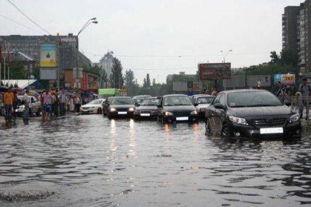 Лівий берег у Києві перетворився на річку