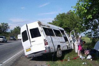 Вантажівка зіткнулася з мікроавтобусом: четверо загиблих, п'ятеро поранених