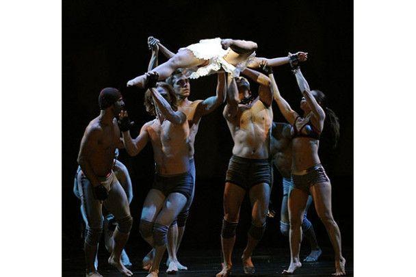 """Театр танцю """"Пілоболус"""" в світі тіней"""