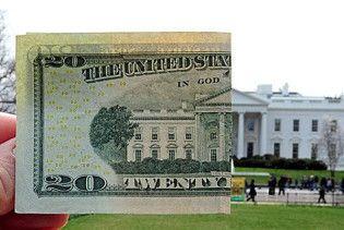В обмінниках подорожчав долар