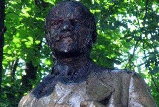 На Житомирщині підпалили пам'ятник Леніну