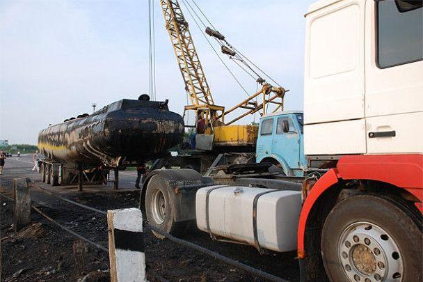 Біля Трускавця загорівся тягач з нафтопродуктами і заблокував рух
