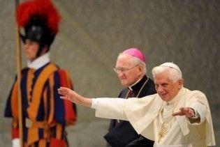 Папа Римський потрапив до лікарні