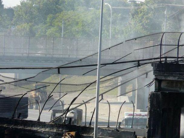 Міст обвалився через вибух бензовозу