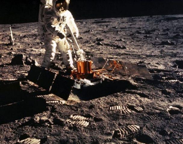 40 років першій прогулянці людини Місяцем
