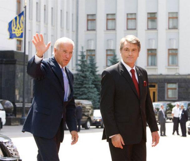 Байден погуляв з Ющенком та всіх побачив