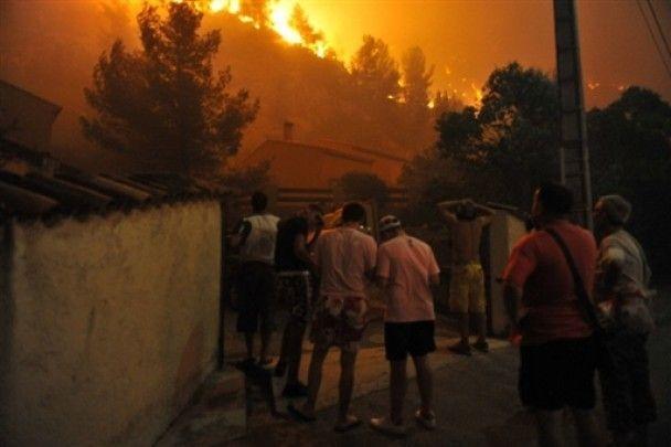 Іноземний легіон влаштував масштабну пожежу в Марселі