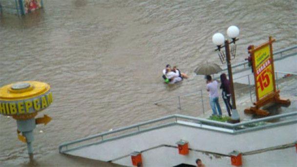 Сильні зливи затопили Мінськ