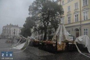 У Львові внаслідок буревію травмовано трьох осіб