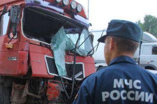 В Росії вантажівка врізалася в рейсовий автобус: 30 постраждалих