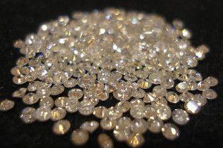 Американець намагався вивезти з України 8 пакетів діамантів
