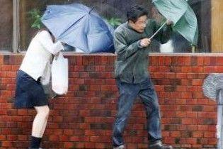 На Японію обрушився сильний тайфун