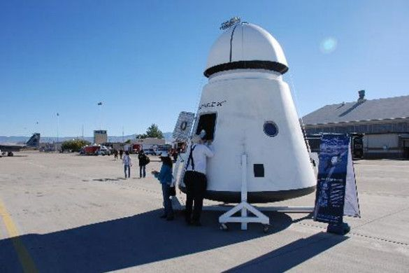 Космічне таксі Dragon, SpaceX
