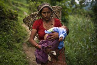 Мешканці непальського селища поклоняються чотирирукій дитині як богу
