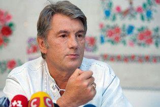 Ющенко вимагає позбавити громадянства всіх, хто не здав іноземний паспорт