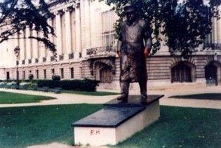 У Парижі спаплюжили пам'ятник Черчіллю