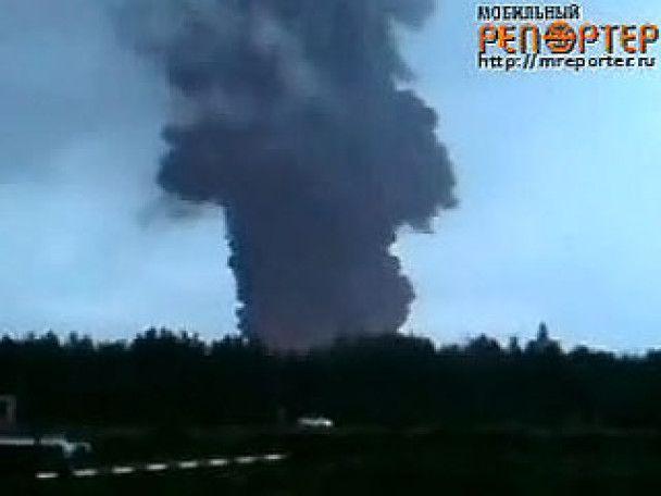 У Росії від удару блискавки спалахнула нафтова станція. Є жертви
