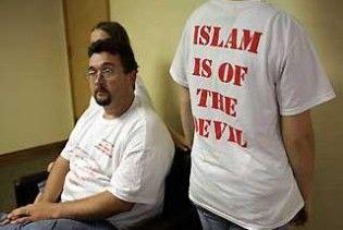 """У США школярам роздавали футболки з написом """"Іслам - від Диявола"""""""