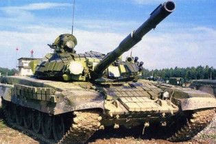 В Азербайджані автобус врізався в танк