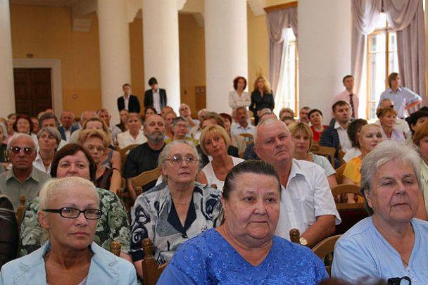 Замість гречки Черновецький роздав киянам золоті зливки