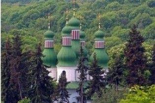 Жителі Китаєва знесли огорожу Свято-Троїцького монастиря