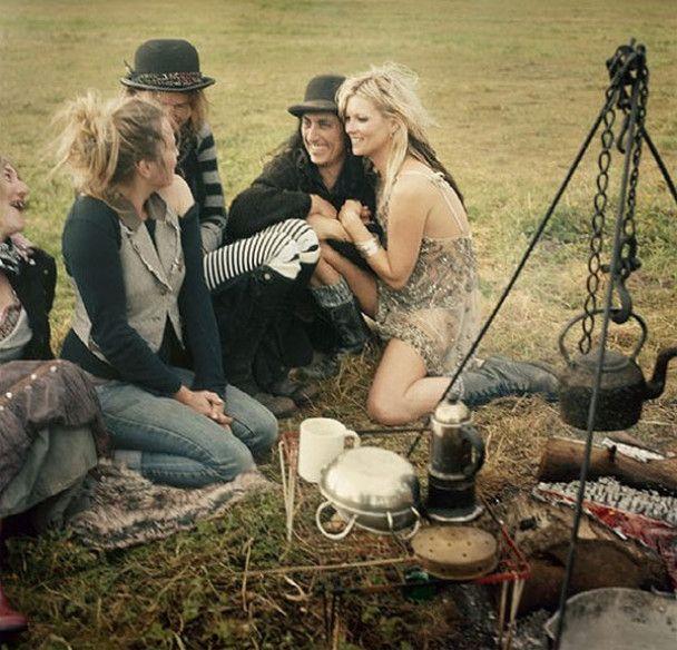 Кейт Мосс поїхала в табір та роздяглась