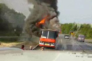 У Грузії спалахнув автобус: 1 людина загинула, 8 постраждали